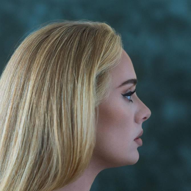"""Adele anuncia la fecha de lanzamiento de su disco '30.  ′.  La artista lo anunció en sus redes sociales con el título """"30 - November 19 ″, acompañado de un breve texto que explica lo que narra el álbum."""