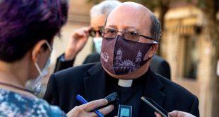 Polémica por video de los cantantes C.Tangana y Nathy Peluso grabado en la Catedral de Toledo. El deán de la Catedral de Toledo, Juan Miguel Ferrer renunció tras la polémica por el video 'Ateo'. La Catedralcobró 15.000 euros por la grabación del videoclip