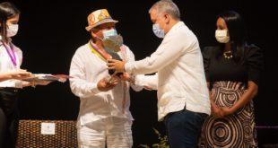 Presidente Duque condecoró al 'Poeta de Villanueva' en la instalación del Festival Vallenato. Evento marca el comienzo de eventos masivos culturales.